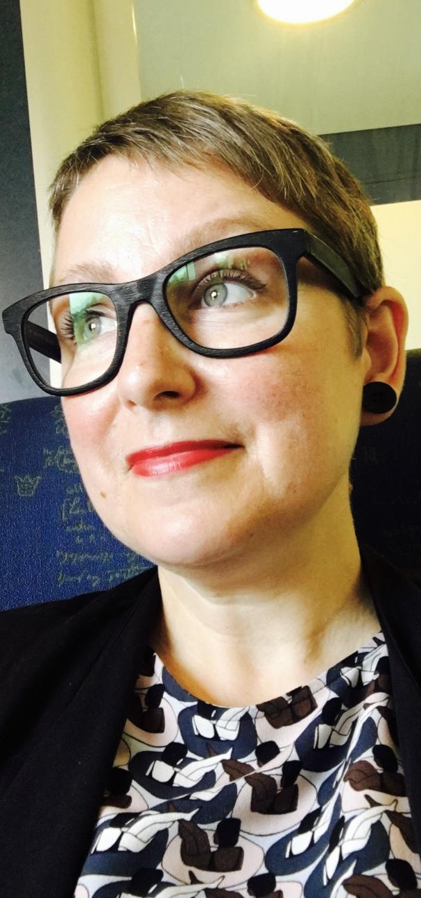 Jeanette Gustafsson ( L) .jpg